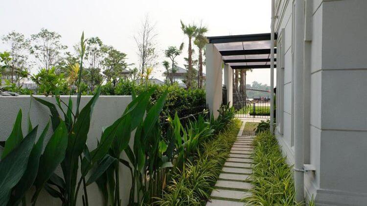Sân vườn trong biệt thự SwanBay